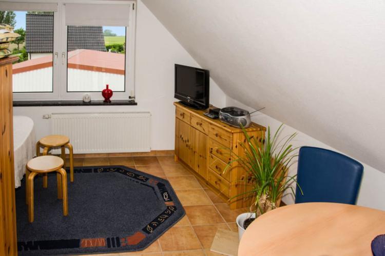 Holiday homeGermany - Mecklenburg-Pomerania: Ferienwohnung Eva mit Meerblick - strandnah  [1]