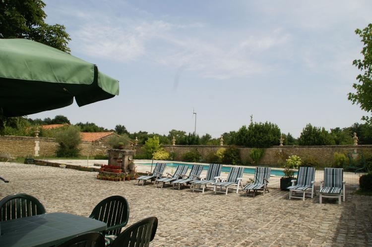 Holiday homeFrance - Poitou-Charentes: Manoir avec piscine privée  [32]
