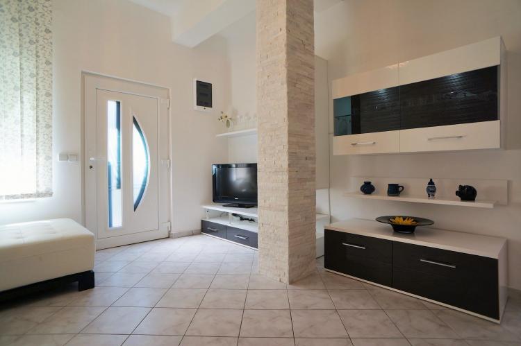 FerienhausKroatien - Kvarner: Apartment Queens I with Terrace in Selce   [8]