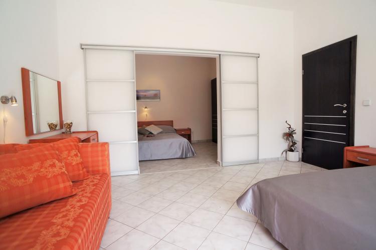 FerienhausKroatien - Kvarner: Apartment Queens I with Terrace in Selce   [11]