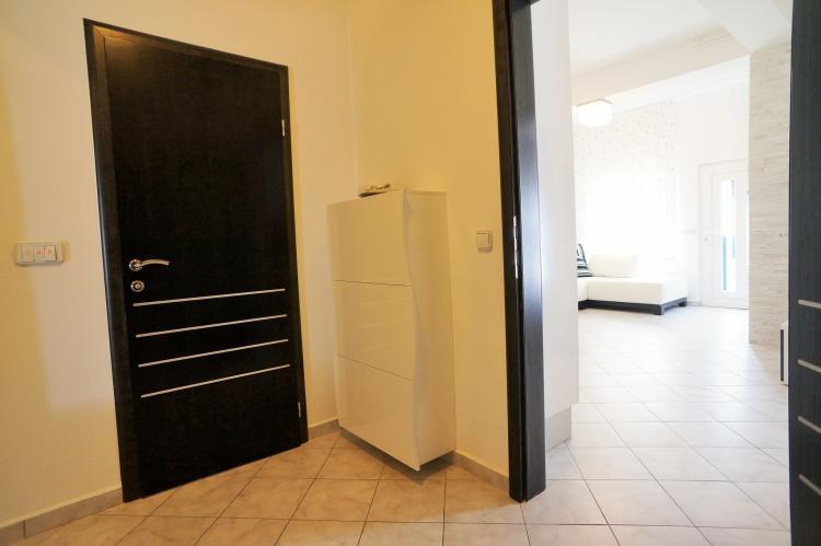 FerienhausKroatien - Kvarner: Apartment Queens I with Terrace in Selce   [4]