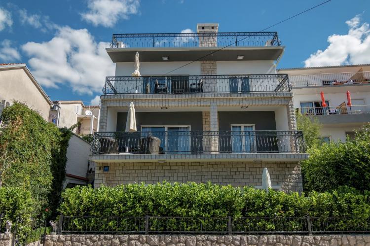 FerienhausKroatien - Kvarner: Apartment Queens I with Terrace in Selce   [1]