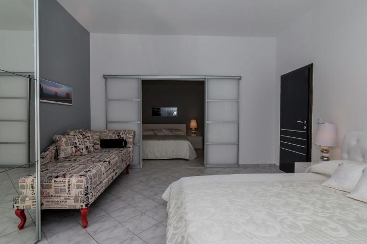 FerienhausKroatien - Kvarner: Apartment Queens I with Terrace in Selce   [14]