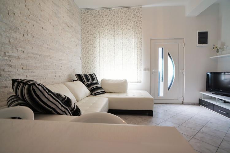 FerienhausKroatien - Kvarner: Apartment Queens I with Terrace in Selce   [6]