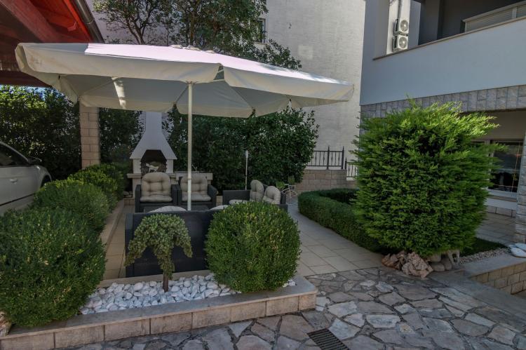 FerienhausKroatien - Kvarner: Apartment Queens I with Terrace in Selce   [23]