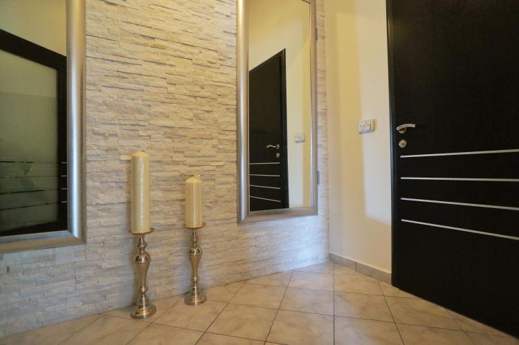 FerienhausKroatien - Kvarner: Apartment Queens I with Terrace in Selce   [5]