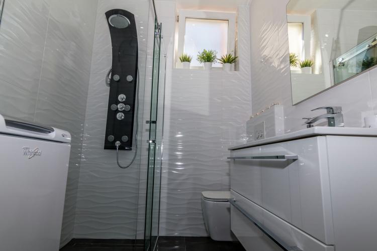 FerienhausKroatien - Kvarner: Apartment Queens I with Terrace in Selce   [15]