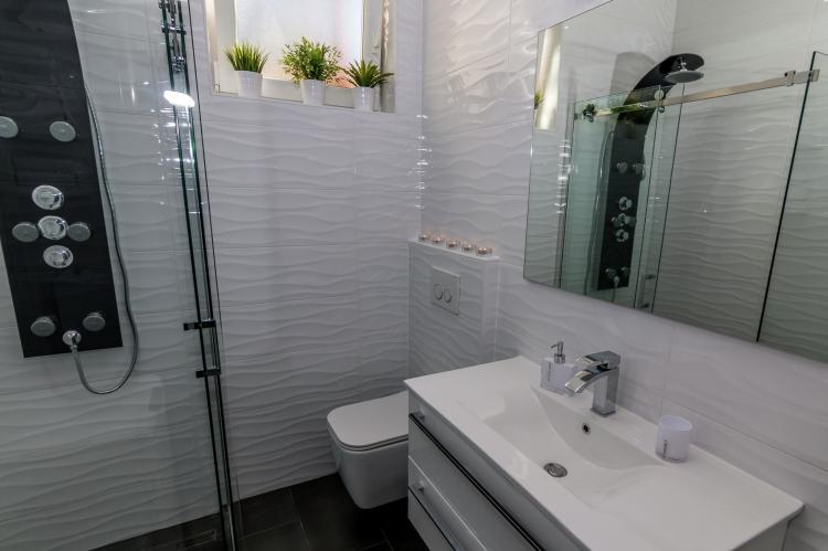 FerienhausKroatien - Kvarner: Apartment Queens I with Terrace in Selce   [16]