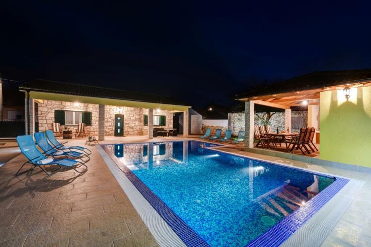 VakantiehuisKroatië - Kvarner: Beautiful Villa Petra with Summer Kitchen and Pool  [8]
