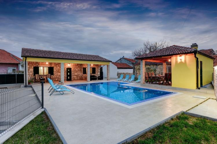 VakantiehuisKroatië - Kvarner: Beautiful Villa Petra with Summer Kitchen and Pool  [6]
