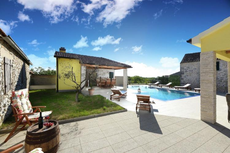VakantiehuisKroatië - Kvarner: Beautiful Villa Petra with Summer Kitchen and Pool  [5]