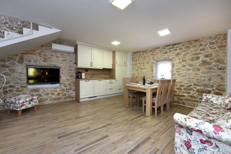 VakantiehuisKroatië - Kvarner: Beautiful Villa Petra with Summer Kitchen and Pool  [10]