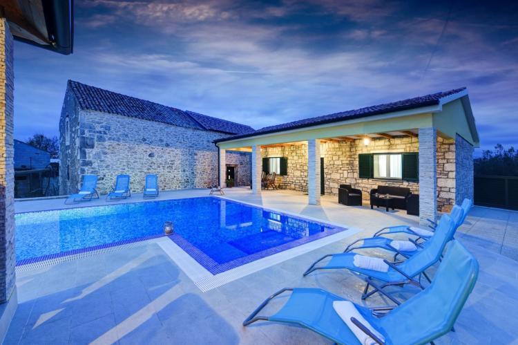 VakantiehuisKroatië - Kvarner: Beautiful Villa Petra with Summer Kitchen and Pool  [36]