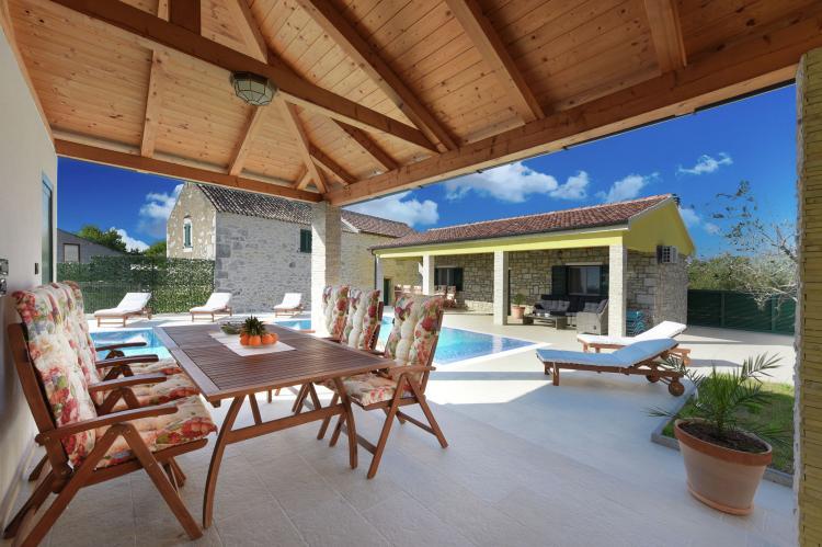 VakantiehuisKroatië - Kvarner: Beautiful Villa Petra with Summer Kitchen and Pool  [2]