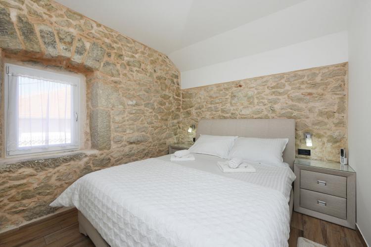 VakantiehuisKroatië - Kvarner: Beautiful Villa Petra with Summer Kitchen and Pool  [17]