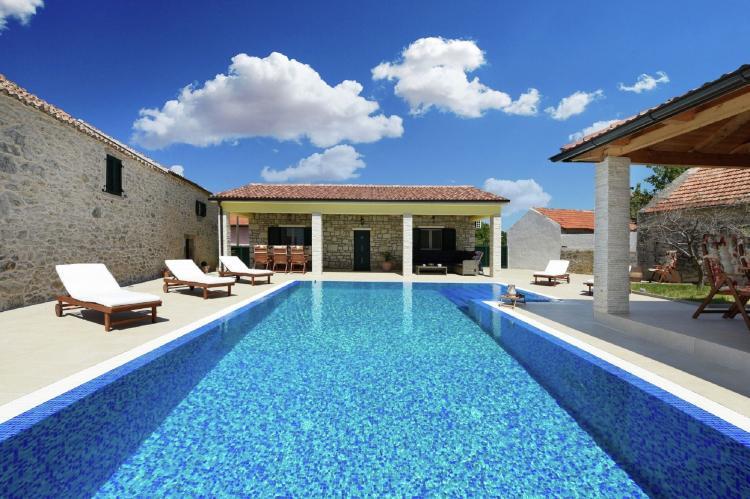VakantiehuisKroatië - Kvarner: Beautiful Villa Petra with Summer Kitchen and Pool  [3]