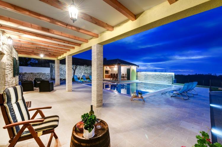 VakantiehuisKroatië - Kvarner: Beautiful Villa Petra with Summer Kitchen and Pool  [35]
