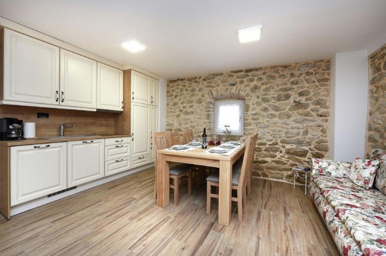 VakantiehuisKroatië - Kvarner: Beautiful Villa Petra with Summer Kitchen and Pool  [12]