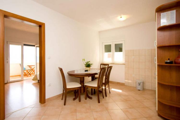 Holiday homeCroatia - Central Dalmatia: Shared pool apartment David- second floor  [13]
