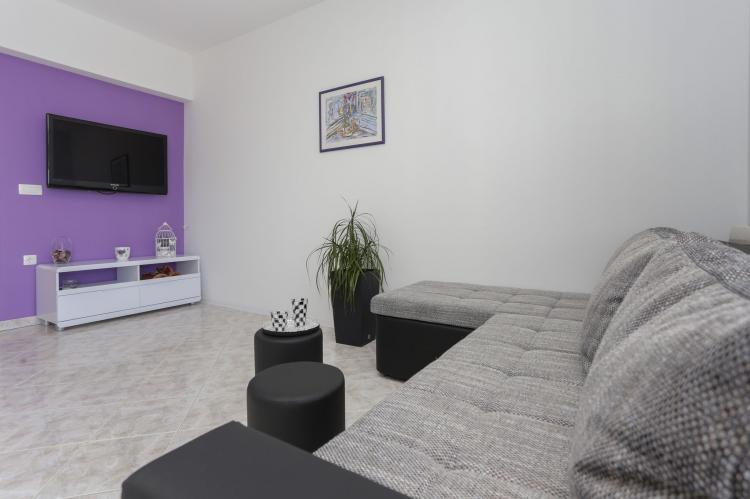 Holiday homeCroatia - Central Dalmatia: Apartment Carmen  [5]