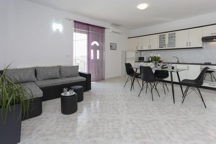 Holiday homeCroatia - Central Dalmatia: Apartment Carmen  [4]