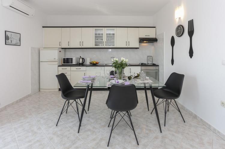 Holiday homeCroatia - Central Dalmatia: Apartment Carmen  [11]