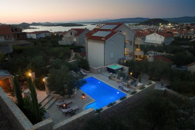 Holiday homeCroatia - Central Dalmatia: Apartment Čigrađa  [6]