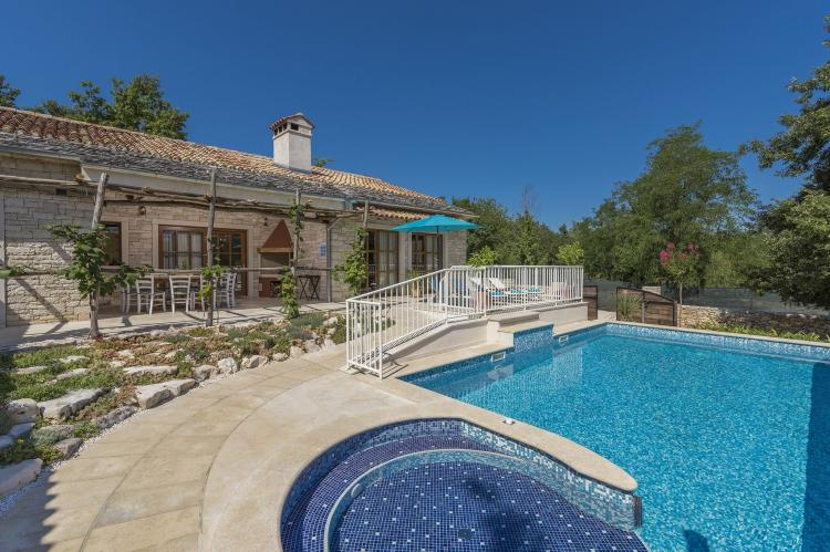 Villa Lipica with Private Pool and Jacuzzi