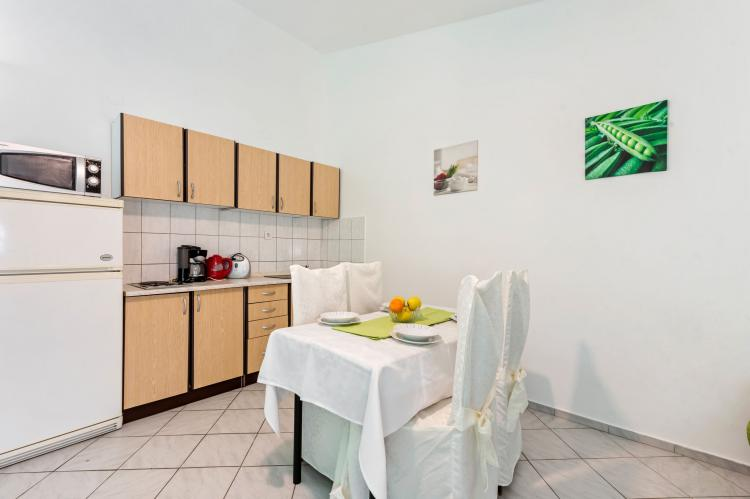 Holiday homeCroatia - Northern Dalmatia: Lovely green apartment Katarina  [8]