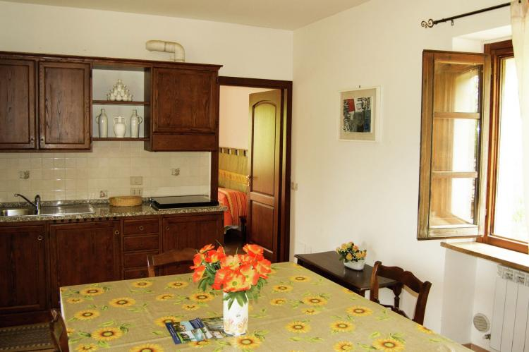 Holiday homeItaly - Umbria/Marche: Appartamento per 6  [24]