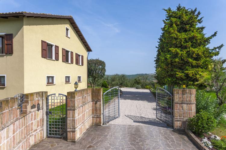 Holiday homeItaly - Umbria/Marche: La Cantinaia Botte  [8]