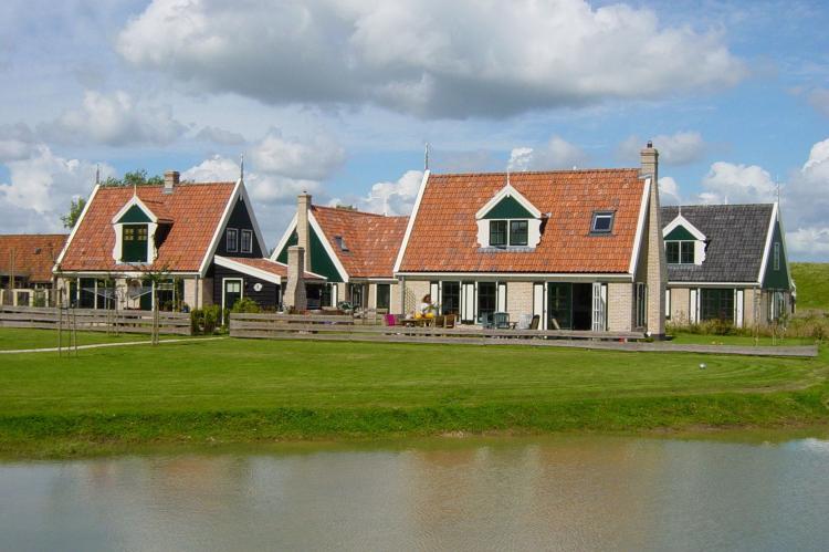 VakantiehuisNederland - : Recreatiepark Wiringherlant - Wiringher Chalet 26   [17]