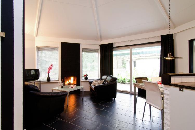 VakantiehuisNederland - Gelderland: Bungalowpark het Verscholen Dorp 2  [12]