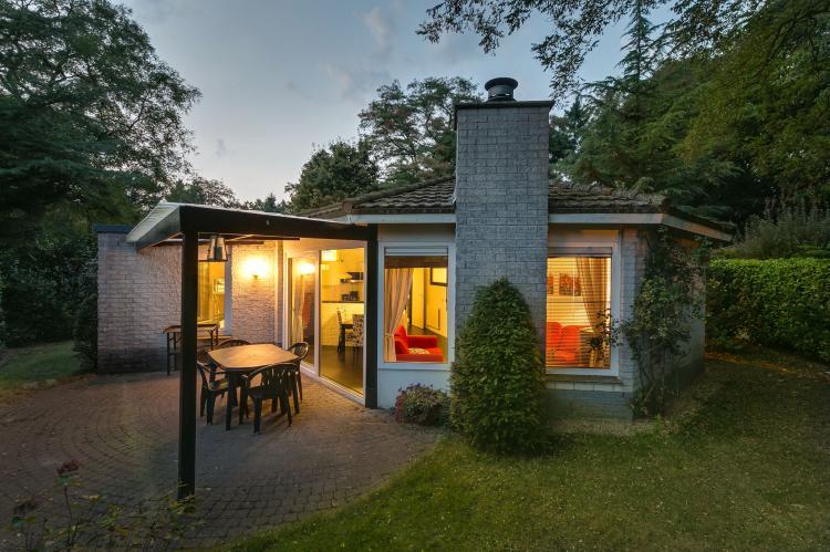VakantiehuisNederland - Gelderland: Bungalowpark het Verscholen Dorp 2  [1]