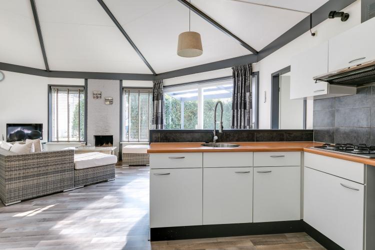 VakantiehuisNederland - Gelderland: Bungalowpark het Verscholen Dorp 2  [14]
