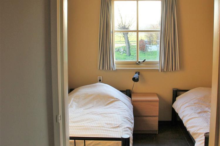 VakantiehuisNederland - Noord-Brabant: Polderhuisje 3 Aarde Groene Camping Lage Zwaluwe  [12]