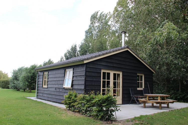 VakantiehuisNederland - Noord-Brabant: Polderhuisje 3 Aarde Groene Camping Lage Zwaluwe  [1]