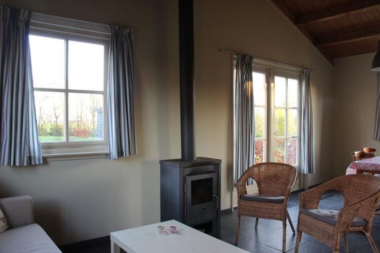 VakantiehuisNederland - Noord-Brabant: Polderhuisje 3 Aarde Groene Camping Lage Zwaluwe  [10]