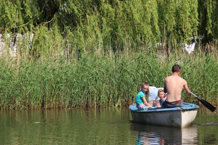 VakantiehuisNederland - Noord-Brabant: Polderhuisje 3 Aarde Groene Camping Lage Zwaluwe  [22]