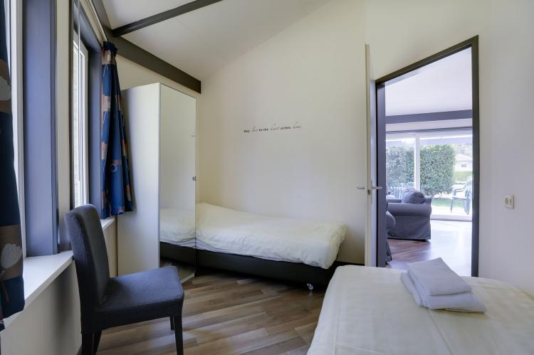 VakantiehuisNederland - Gelderland: Bungalowpark het Verscholen Dorp 3  [12]