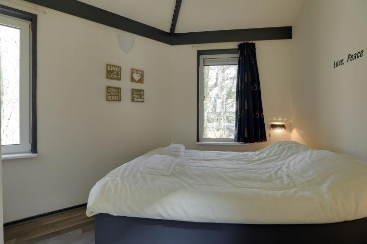 VakantiehuisNederland - Gelderland: Bungalowpark het Verscholen Dorp 3  [11]