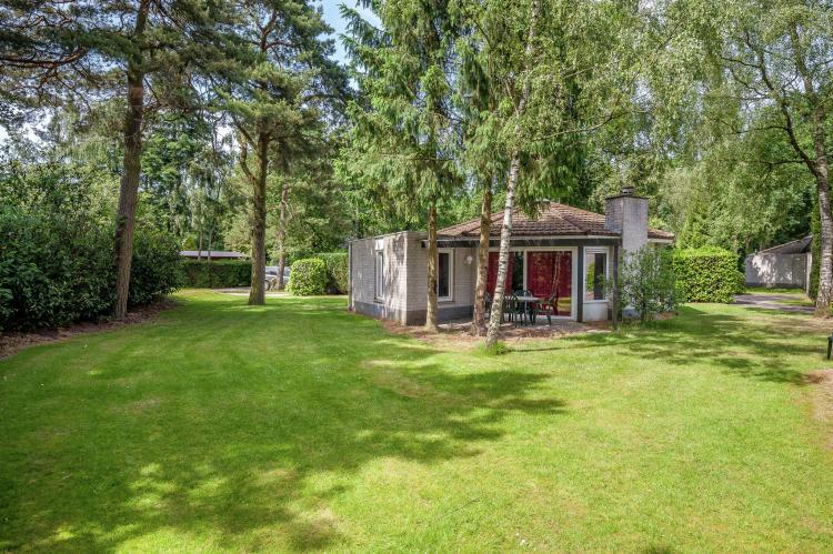VakantiehuisNederland - Gelderland: Bungalowpark het Verscholen Dorp 3  [1]
