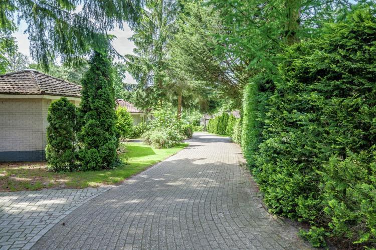 VakantiehuisNederland - Gelderland: Bungalowpark het Verscholen Dorp 3  [19]