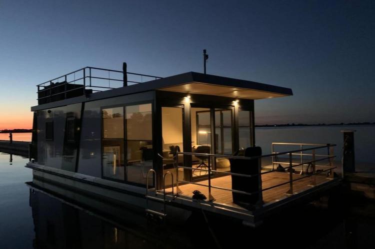 Holiday homeNetherlands - Friesland: Houseboat - Paviljoenwei - Offingawier  [1]