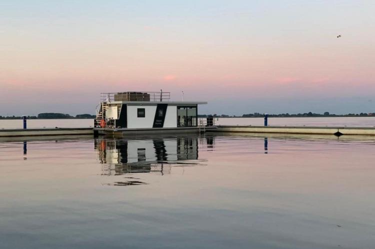 Holiday homeNetherlands - Friesland: Houseboat - Paviljoenwei - Offingawier  [67]