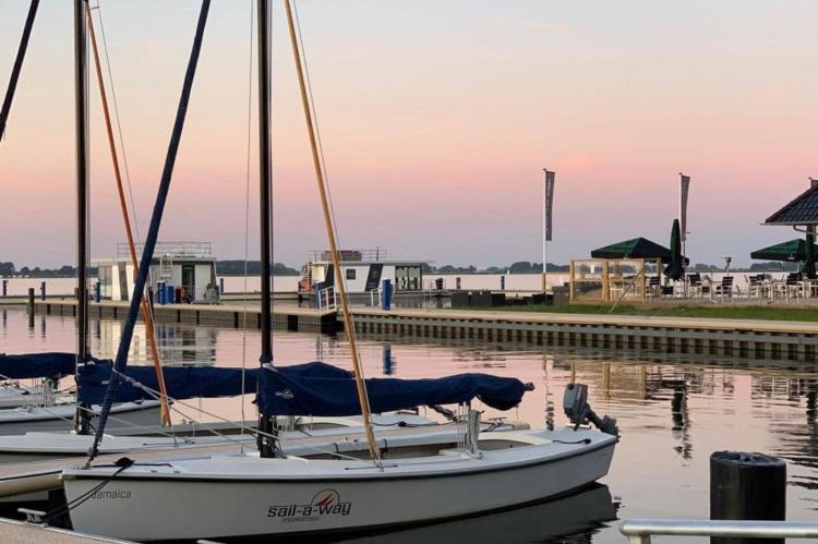 Holiday homeNetherlands - Friesland: Houseboat - Paviljoenwei - Offingawier  [63]