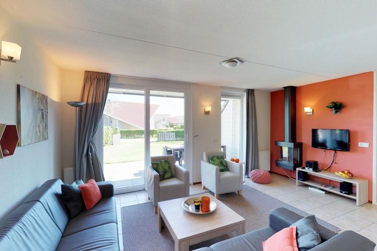 VakantiehuisNederland - Zeeland: Villapark De Paardekreek 7  [3]