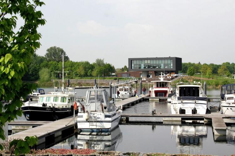 VakantiehuisNederland - Limburg: Maaspark Boschmolenplas - Havenblik  [13]
