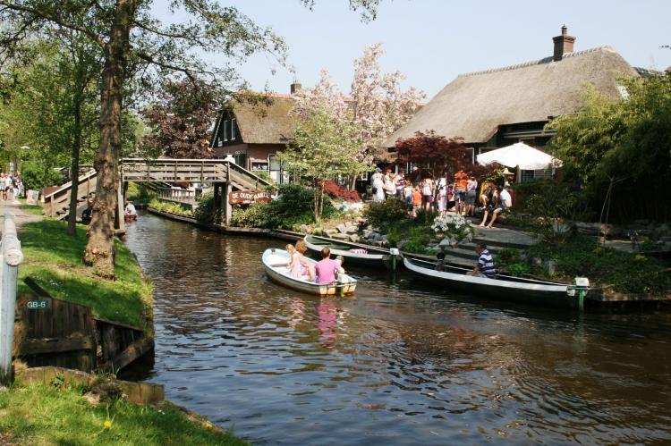 VakantiehuisNederland - Overijssel: Vakantiepark Giethoorn - Kraaiennest  [37]