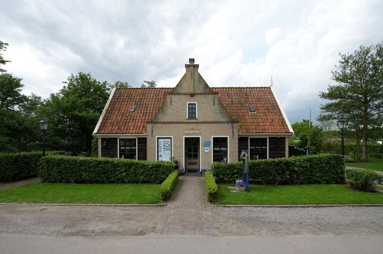 VakantiehuisNederland - Noord-Holland: Recreatiepark Wiringherlant - Wiringher Chalet 63  [30]